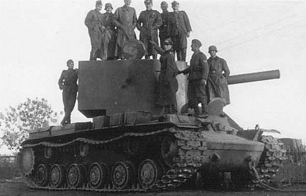 KV-2 u osady Rosjenna