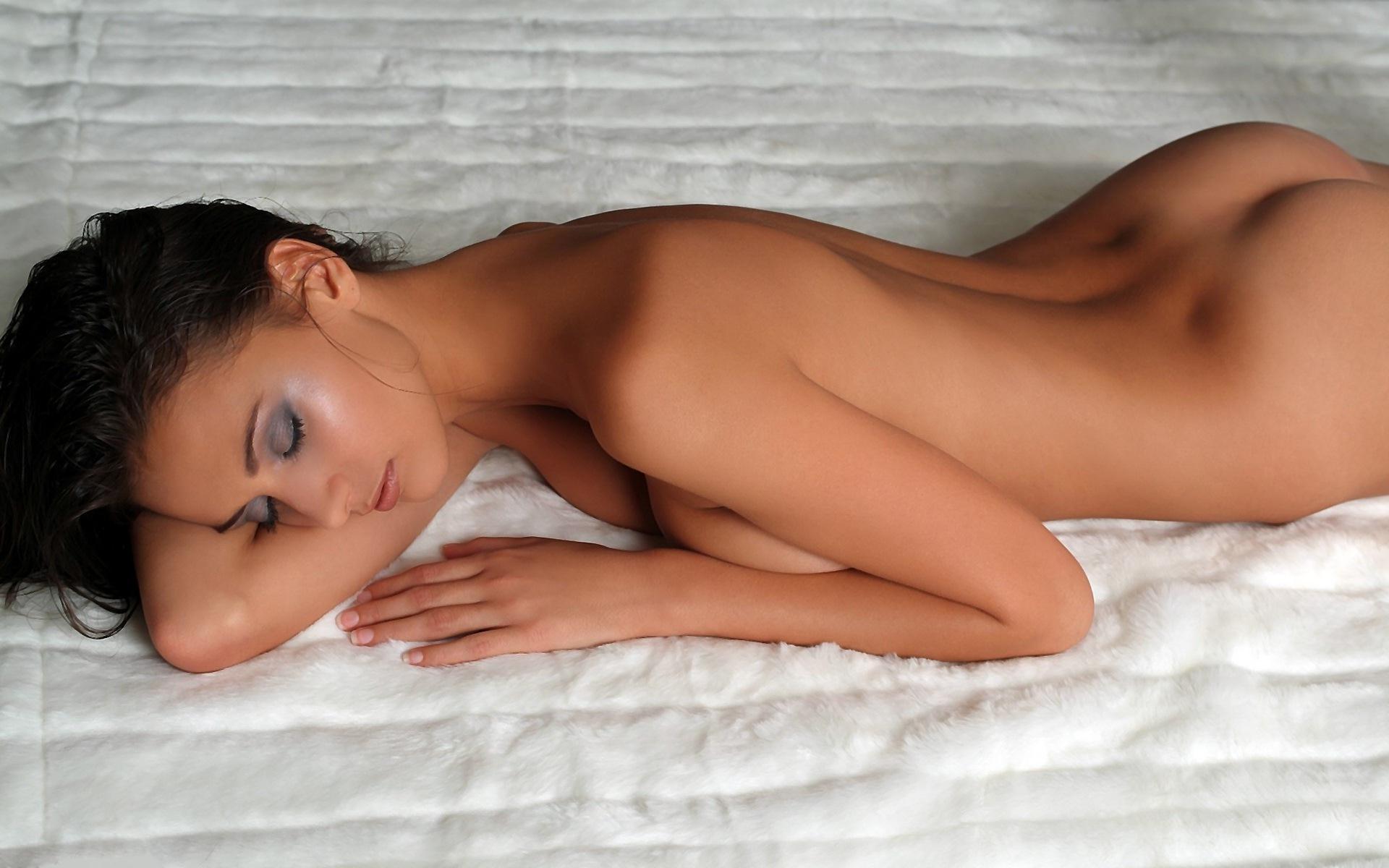 Телки спят голые, Спящие порно - тут ебут спящую, порно спят секс онлайн! 5 фотография