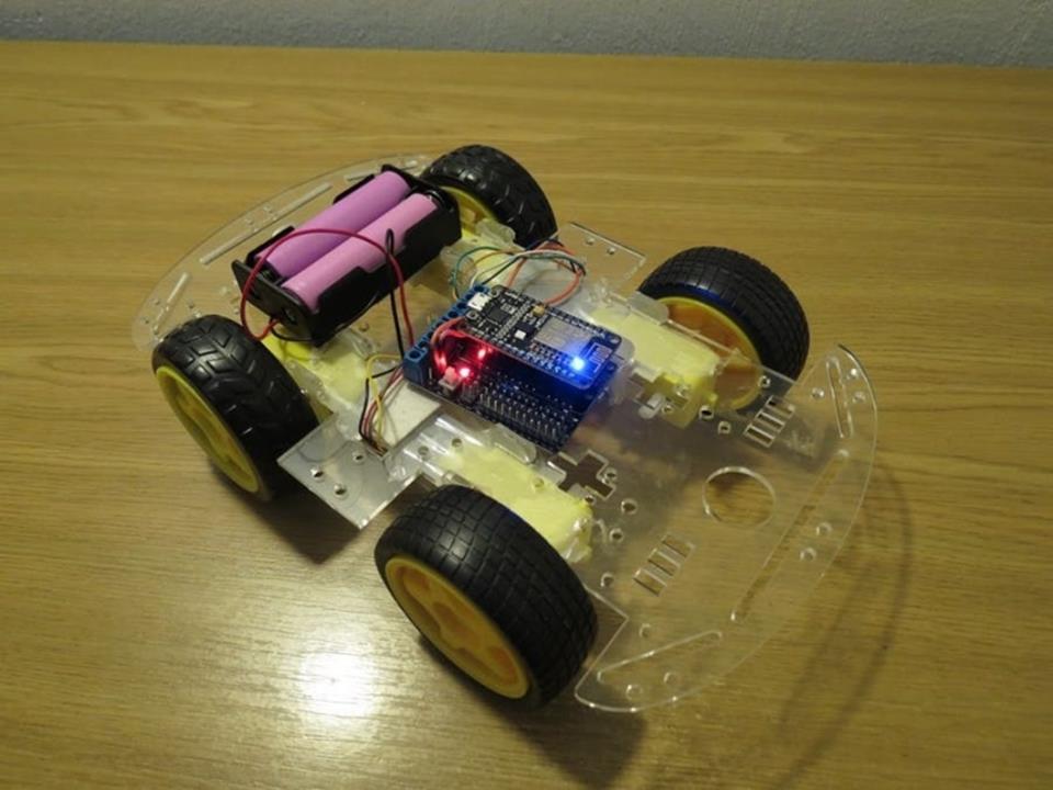 Hlasom ovládané auto - ESP8266 (NodeMCU)
